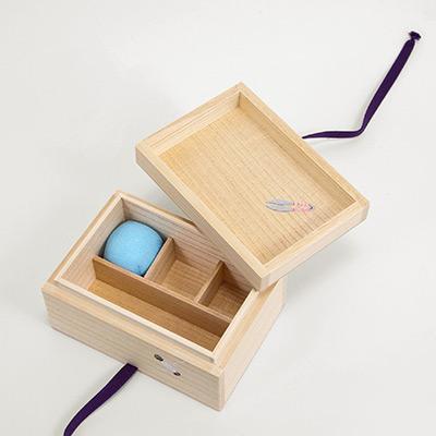 桐のお針箱(小) 〈糸巻き〉 | 桐箱・京都 堀川五条 ...